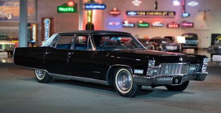 1968_Cadillac_Fleetwood_Sedan_1.jpg